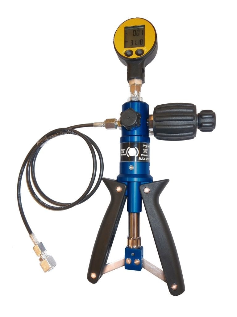 The LEMAG Pressotest® HP Pressure Calibrator is lightweight, easy to use and can generate pressures up to 1000 bar.